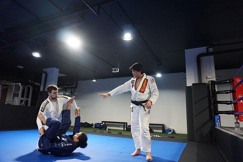 Adults martial arts karate classes